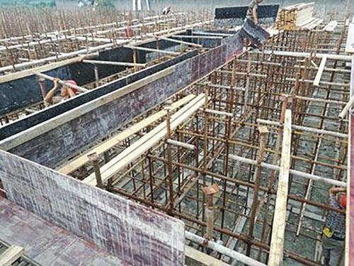 工程建筑覆膜板使用中